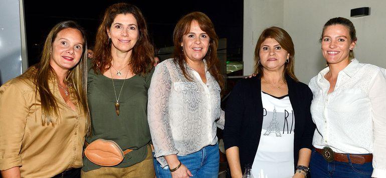 Patricia Borgognon, Paloma Zavala, Fanny Barrios, Lena Franco y Karen Soutter.