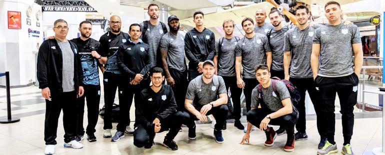 Delegación del Deportivo San José que se encuentra en Ibarra, Ecuador, donde desde mañana competirá en la Liga Sudamericana de básquetbol.