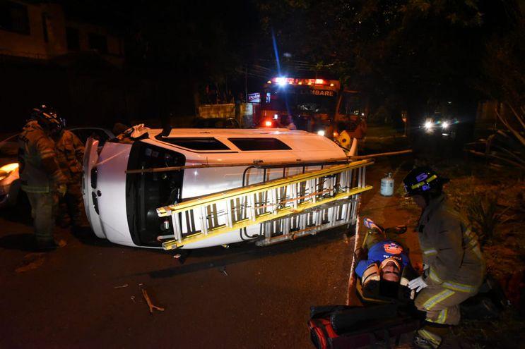 El conductor fue traslado al Hospital de Trauma para observación.