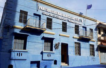 Fachada de la sede del Partido Liberal Radical Auténtico (PLRA), también nombrado Casa de la Libertad Rodrigo Quintana, en honor al joven asesinado por policías el 1 de abril de  2017.
