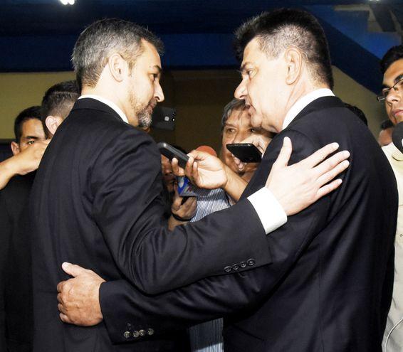 El 17 de octubre del 2018, Mario Abdo Benítez fue hasta el PLRA donde lo recibió Efraín Alegre.