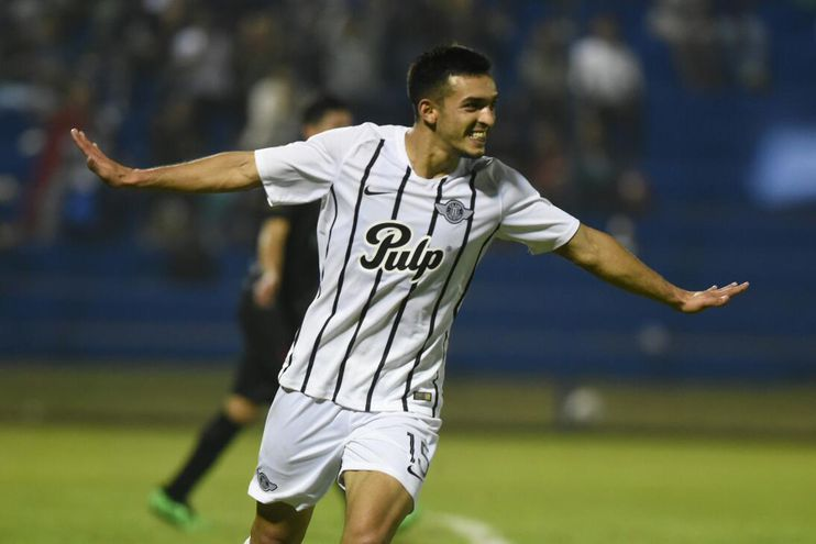Alfio Oviedo anotó el segundo gol de Libertad ante Tembetary.