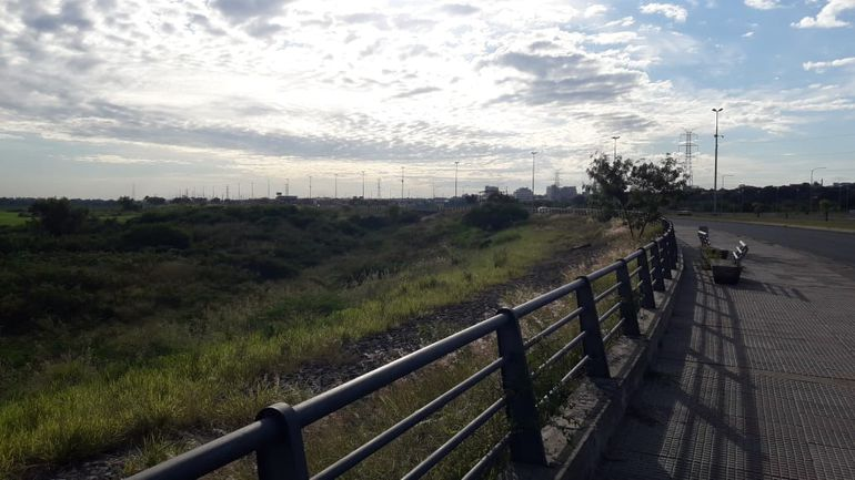 Cielo parcialmente nublado en la Costanera de Asunción.