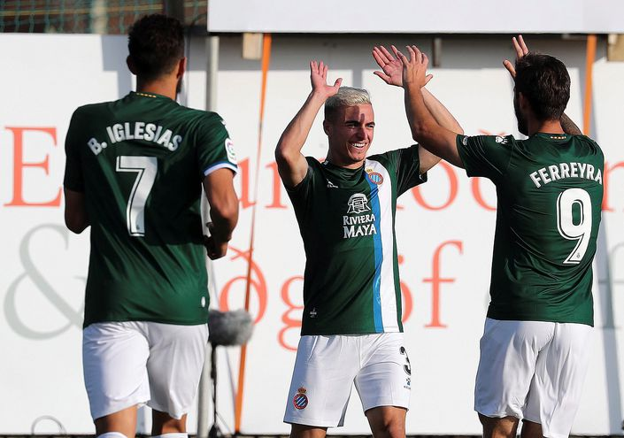 Los futbolistas del Espanyol celebrando uno de los goles del partido.
