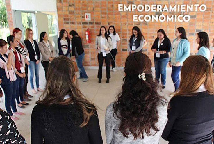 En Ciudad Mujer con la coordinadora Vanessa Solís del Grupo Dreambuilder Asunción 2019.