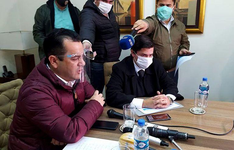El senador y exministro del MAG Rodolfo Friedmann con su abogado Guillermo Duarte Cacavelos.