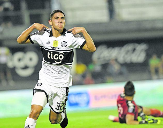 Erik Nicolás López Samaniego ayer cumplió 18 años de edad y esta noche se alista en el equipo de Olimpia como el Sub 19.