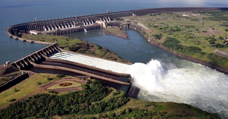 La hidroeléctrica Itaipú Binacional tiene un alto presupuesto para aportes sociales. Parte de estos fondos se habrían mal utilizado en Brasil, según Crusoé.