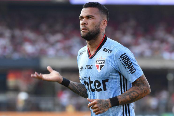 Dani Alves le dio el triunfo al Sao Paulo.