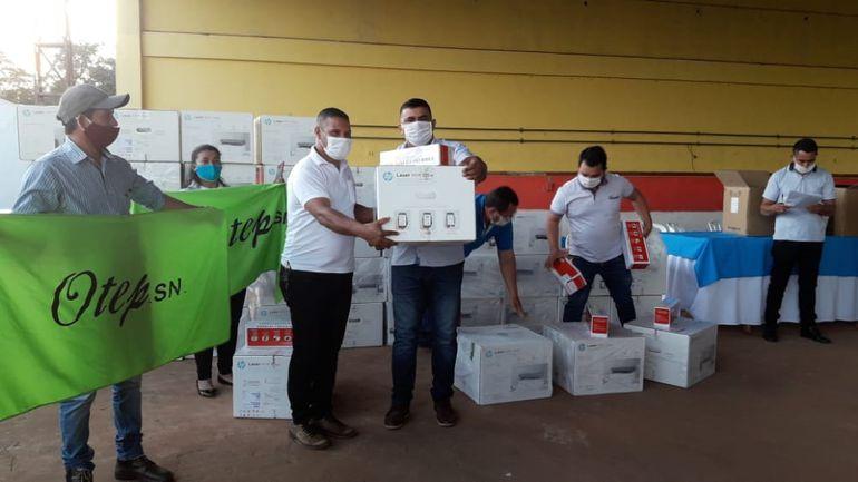 Fueron entregadas 54 fotocopiadoras para docentes del distrito de Yasy Cañy.