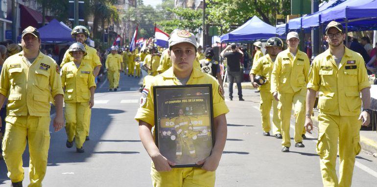 Los combatientes amarillos también homenajearon a sus caídos en la parada de la calle Palma.