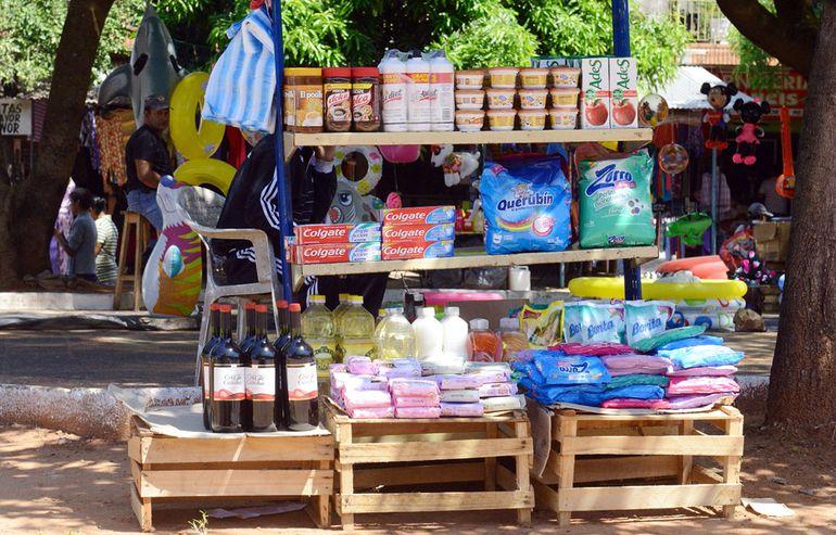 El contrabando se apunta entre las actividades informales que engrosan la economía en negro.