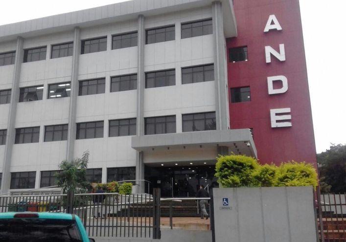 Una de las ciudades en las que se registró la posible sobrefacturación en compra de columnas de la ANDE fue Ciudad del Este.