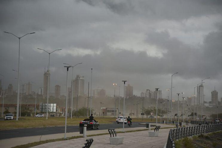 Así se veía la Costanera de Asunción, minutos antes de que se desatara la intensa tormenta.