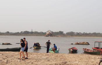 En zona de El Peñón también se observa una notoria bajante del río Paraguay a la altura de la ciudad de Limpio.