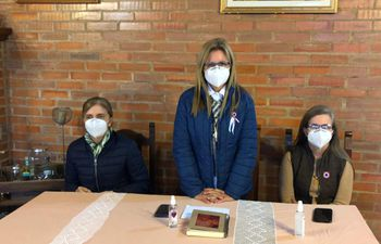 Las hijas del ex vicepresidente liberal Óscar Denis en una nueva conferencia de prensa llevada a cabo esta mañana.