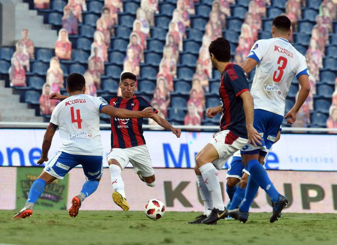 El gol. Enzo Giménez (22 años) se dispone a conectar el balón para darle la ventaja a Cerro. Lleva tres anotaciones en ocho juegos de Liga.