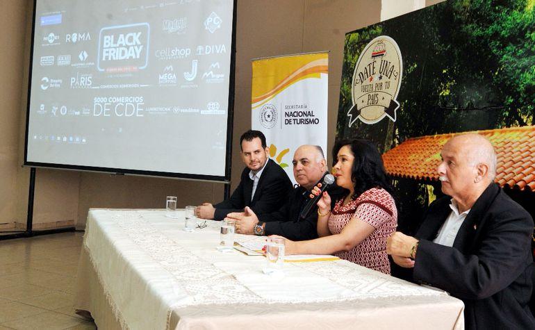 Representantes de la Cámara de Comercio de Ciudad del Este, junto a la ministra de Turismo, presentaron la actividad.