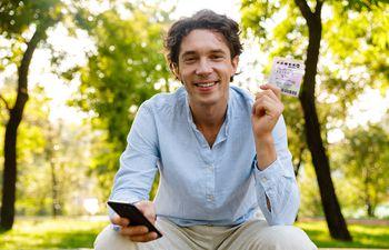 Es posible jugar la lotería desde tu casa y probar suerte en distintos premios alrededor del mundo.
