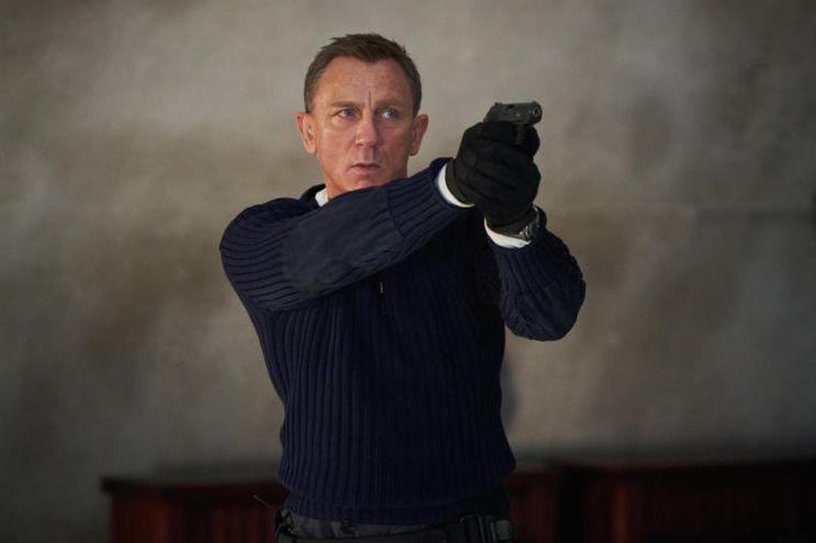 """Daniel Craig como James Bond en """"Sin tiempo para morir"""", en cartelera en cines de Paraguay."""