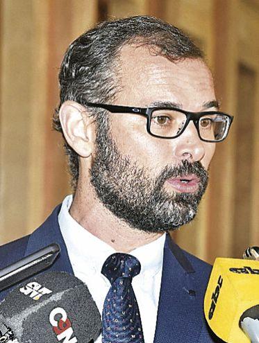 Pablo Seitz Ortiz, titular de la Dirección Nacional de Contrataciones Públicas, recomendó investigar el caso.