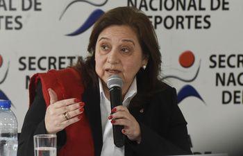 Fátima Morales, ministra de la SND, ayer en conferencia de prensa explicó por qué Paraguay se baja de la organización de los Juegos Odesur 2022.