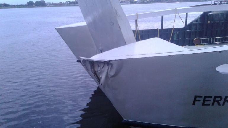 Choque que sufrió el ferry el lunes pasado. Esto ya fue reparado y no afectó la navegación.