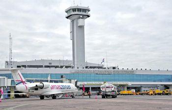 """El aeropuerto internacional """"Silvio Pettirossi"""" solo opera para recibir los  vuelos internos,  de cargas y humanitarios."""