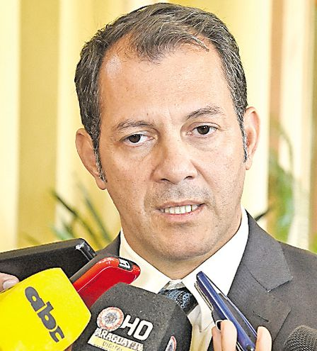 Carlos Giménez, gobernador de San Pedro que mantiene un enfrentamiento político con el diputado D'Ecclesiis.