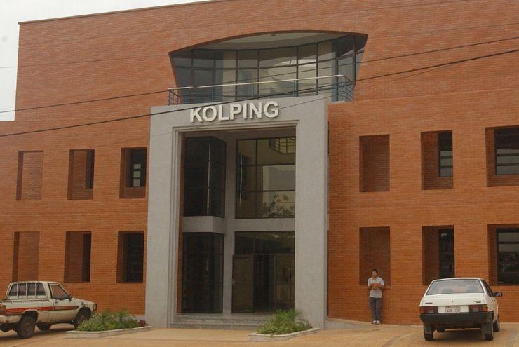 Colegio Kolping cerró de manera   arbitraria por este año, denuncian padres al MEC y solicitan su intervención.