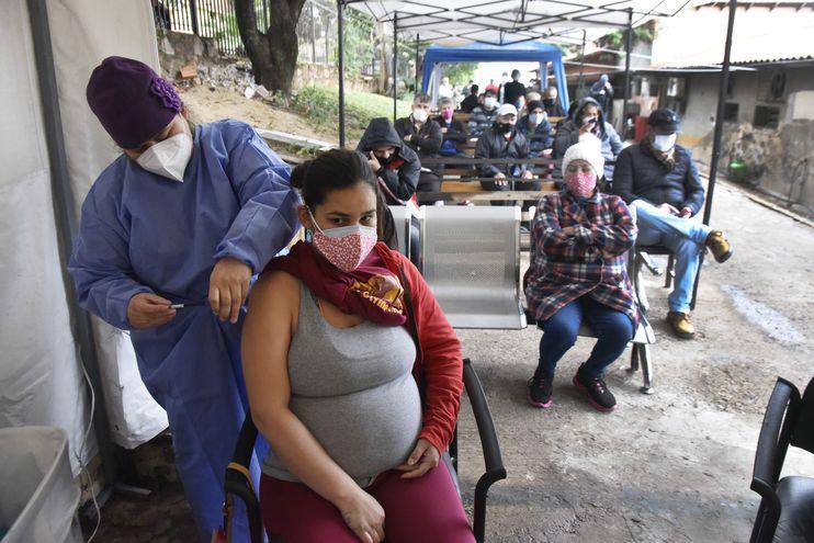 La jornada de vacunación contra el covid-19 prosigue hoy para quienes tengan la terminación de cédula 4 al 6.