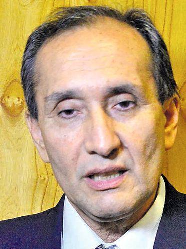 Senador  Eusebio Ramón Ayala (PLRA, independiente). Defendió su postura contra otro desafuero a ZI.