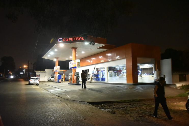 Estación de servicio del emblema Copetrol que fue asaltada en la madrugada de este jueves.
