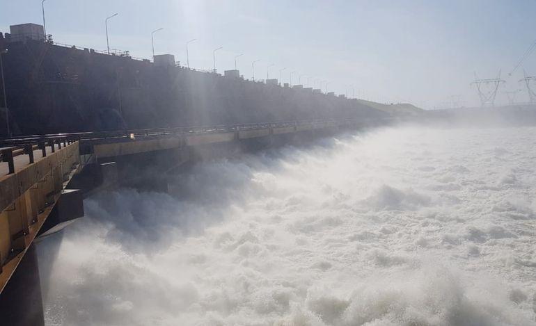 El inicio de la construcción de la Central Hidroeléctrica Yacyretá (CHY) permitió a la localidad tener un despegue importante. La primera turbina funcionó en 1994.