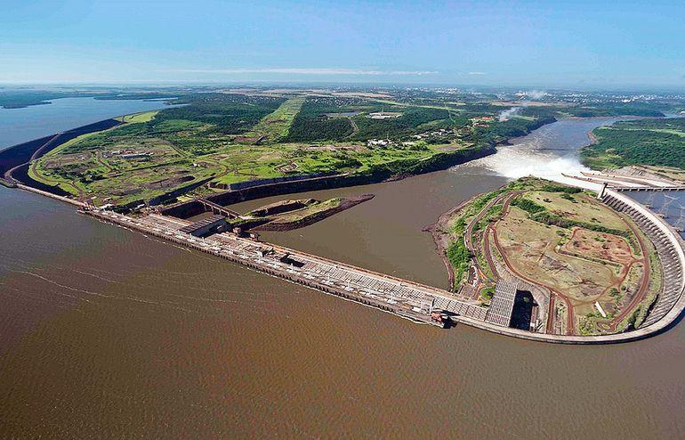 En la noche del jueves 30 de julio se definió una nueva operación en la represa de Itaipú para posibilitar la navegación del río Paraná, que arrancó hoy y será hasta el 16 de agosto.