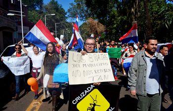 a-fines-de-mayo-pasado-unos-500-manifestantes-marcharon-por-las-calles-de-ciudad-del-este-en-repudio-a-los-concejales-zacariistas-y-afines-del-carti-221406000000-1846666.jpg