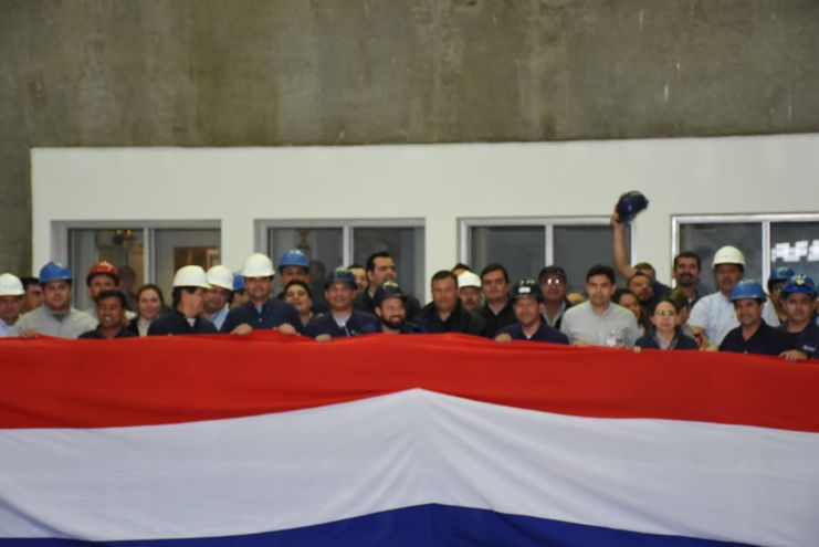 Técnicos paraguayos no pueden trabajar porque sus pares argentinos se lo impiden.