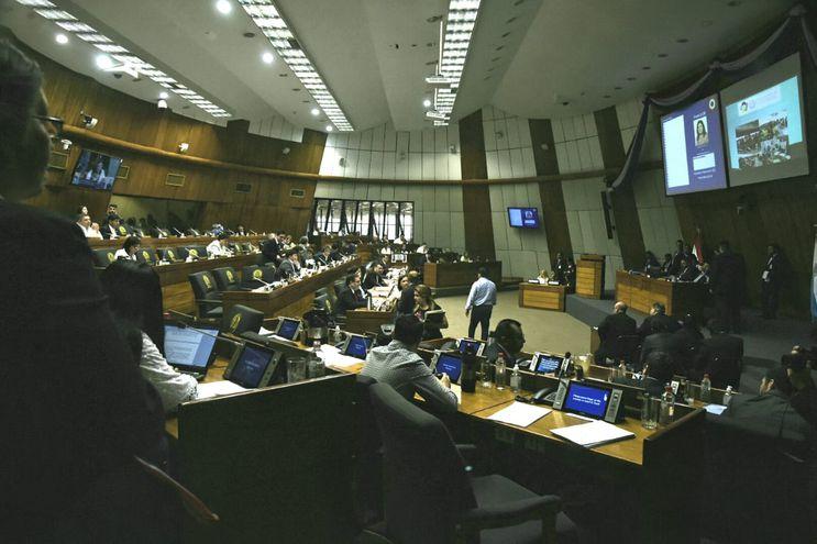 En la última sesión del año, diputados repudiaron la falta de transparencia del gobernador de Alto Paraguay en el manejo de los recursos de emergencia por por incendios forestales.