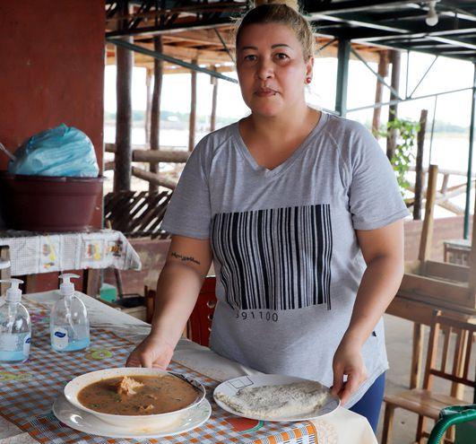 Para comer en el lugar o para llevar, no importa la modalidad, Sara Benítez muestra la flexibilidad para sus ventas.