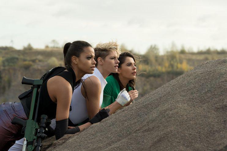 "Ella Balinska, Kristen Stewart y Naomi Scott en ""Los Ángeles de Charlie""."