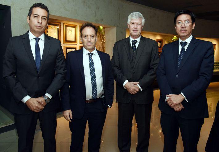 Matías Ordeix, Roberto Parente, Francisco Peroni y el embajador de Perú, Manuel Carrasco.