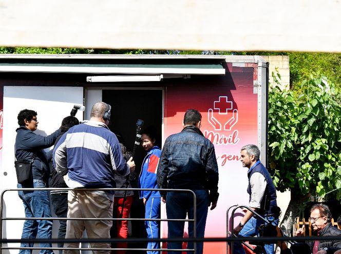 El jefe de Estado, Mario Abdo Benítez, observó las clínicas móviles  instaladas ayer en San Juan Bautista.