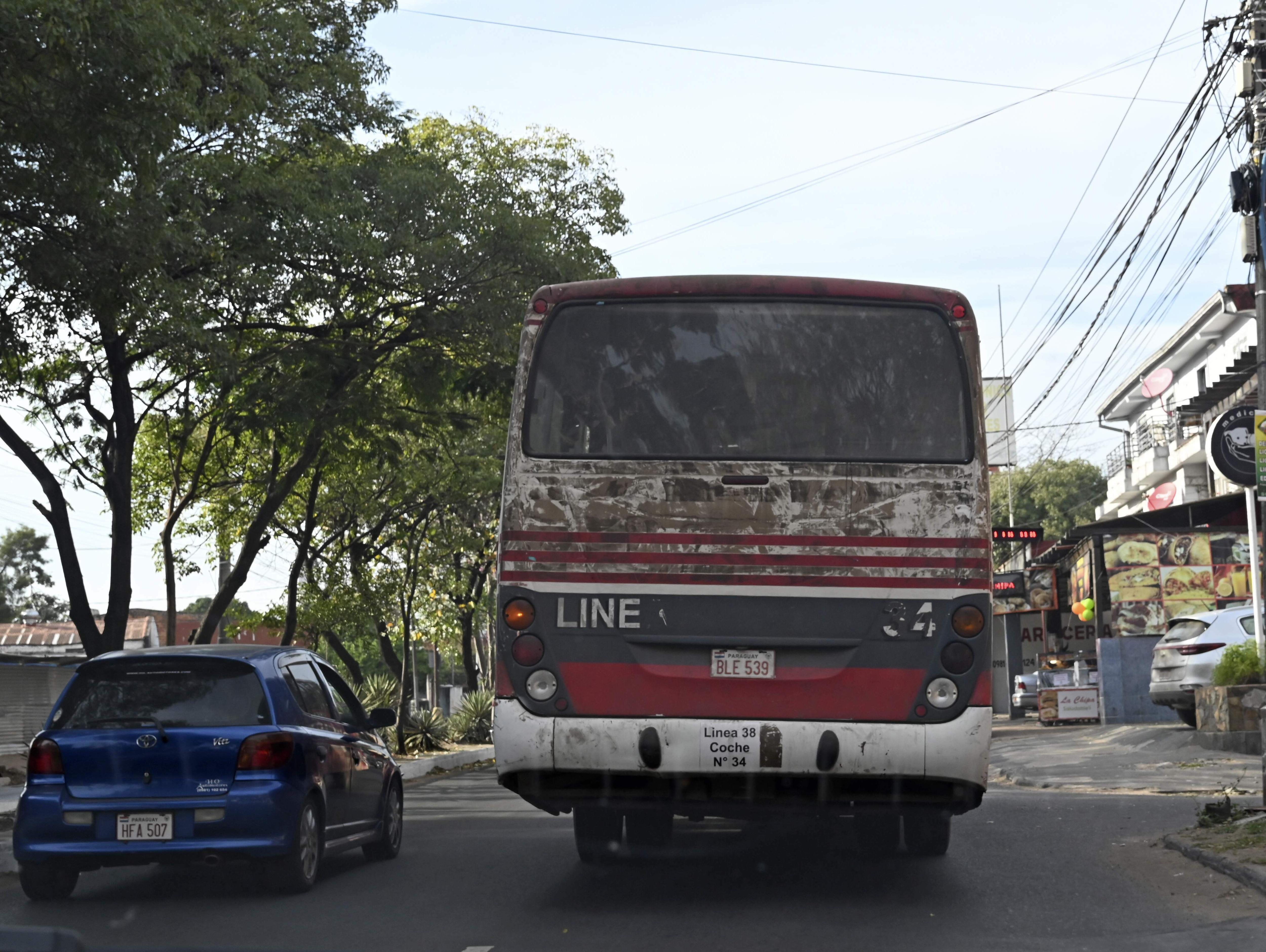 Empresas cobran millones del subsidio, pese a que tienen buses chatarra.
