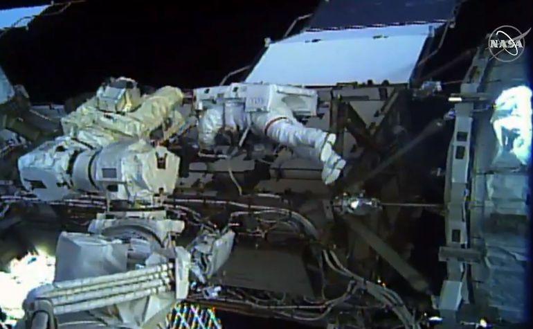 Las astronautas estadounidenses  Christina Koch y Jessica Meir realizaron juntas este viernes una caminata  espacial histórica, la primera realizada por un equipo completamente femenino.
