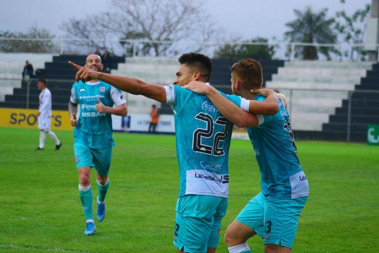 Deportivo Santaní le ganó a River y está en cuartos.