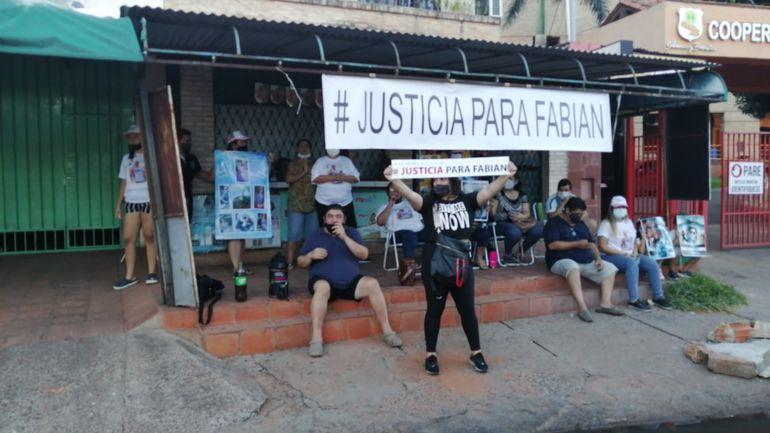 La manifestación de los familiares de Marín continuará esta semana, según la abogada.