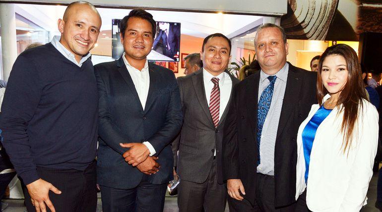 Sergio Ribón, Víctor Gómez, cónsul Jorge Iván López, Alfonso Ramírez y Vichy Solalinde.