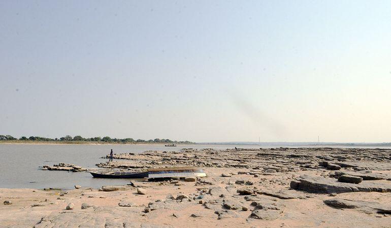 El río Paraguay registra su peor bajante de los últimos 50 años, por lo que urgen trabajos de dragado, refieren gremios.