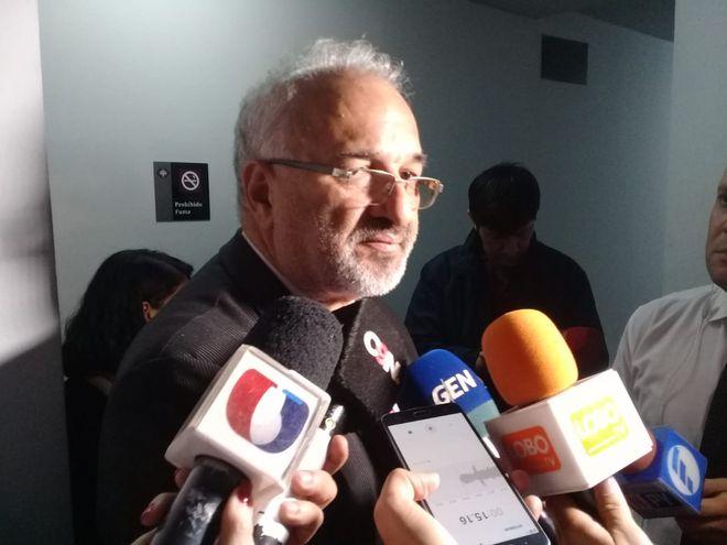 Abogado Hugo López, representante legal del director de Emboscada, Juan Carlos Irala.