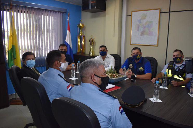 Reunión entre autoridades del Ministerio del Interior y de la Municipalidad de Caacupé.